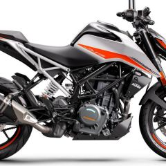 KTM_390_DUKE_-_right_white